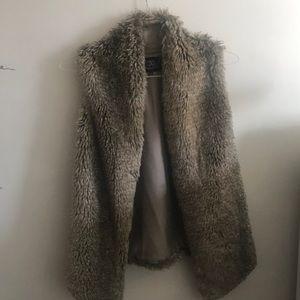 Tart Collections Faux Fur Vest / size M